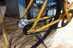 Dettaglio del telaio decorato effetto legno - Detail of the bike chassis decorated with wood effect
